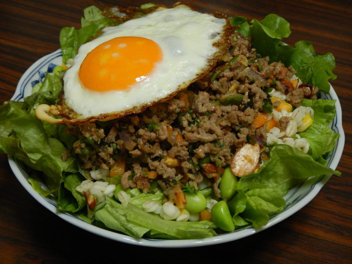 ガパオライス風サラダのレシピ!お米の代わりのアレンジ料理!
