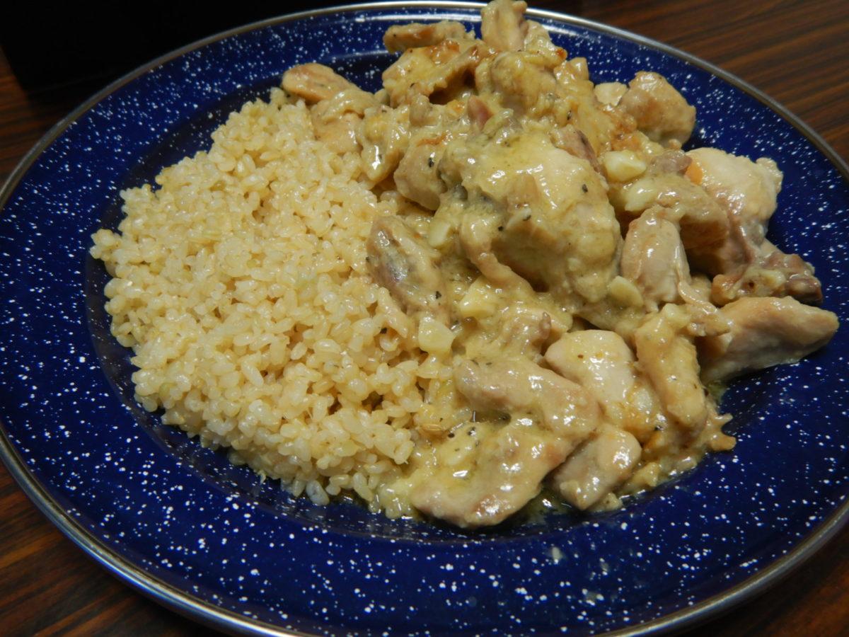 鶏肉のクリーム煮!生クリームを使うレシピ!ガーリックライスも炊飯器で?